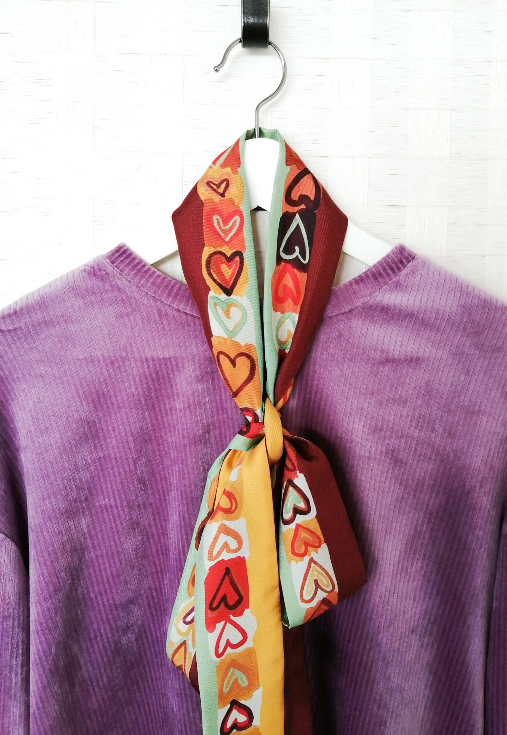 Extra long and narrow silk twill scarf in retro colors
